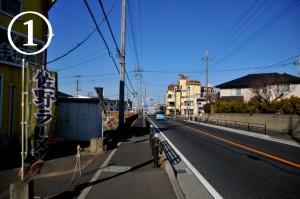 国道17号を本庄方面から新町方面に向かって走り、左側に見える上里イオン入り口を過ぎたところにある、金久保交差点を左折します。